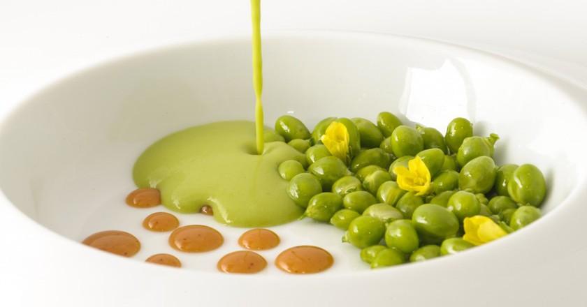 Fresh peas, almonds and garlic flower   Courtesy of Cinc Sentits