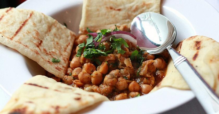 Vegetarian Masala with Naan   ©SweetOnVeg/Flickr