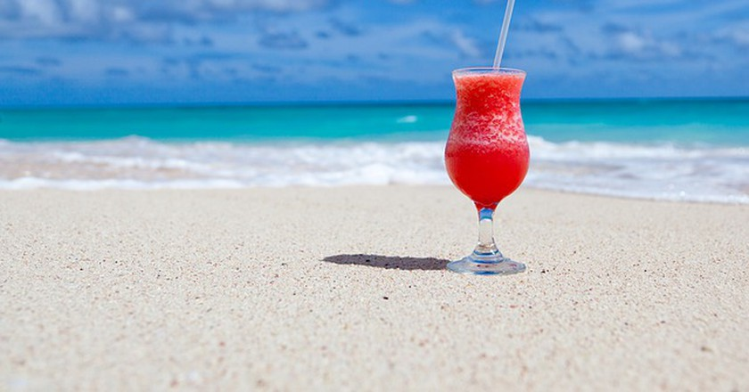 Cocktails on the beach © PublicDomainPictures/pixabay