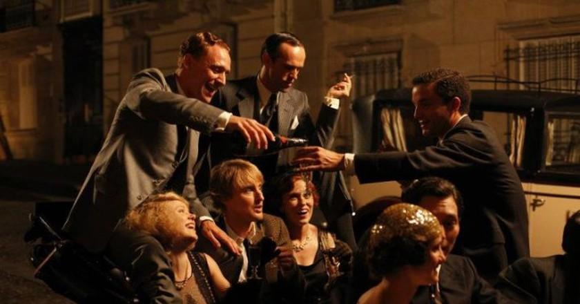 Film still from Midnight in Paris, production companies Gravier Productions, Mediapro, Televisió de Catalunya (TV3) and Versátil Cinema