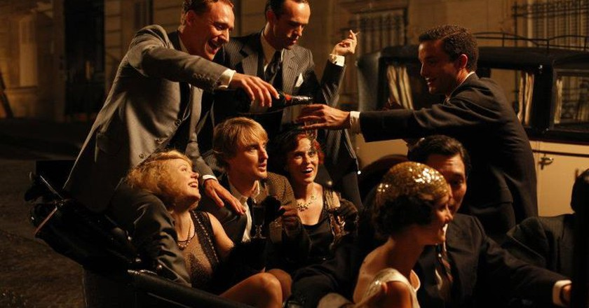Film still from Midnight in Paris, production companies Gravier Productions, Mediapro, Televisió de Catalunya (TV3) and Versátil Cinema