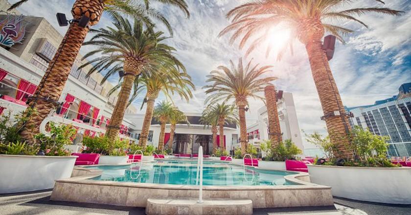 Hotel pool © stokpic/pixabay