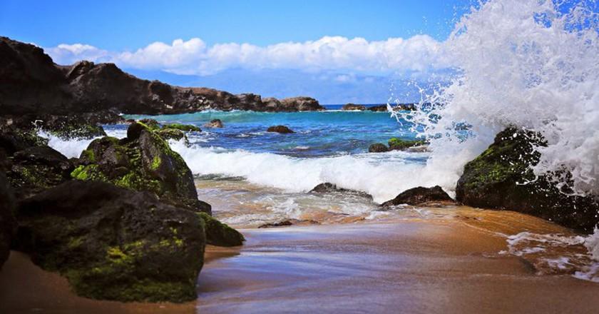 Wave on Rock, Mokule'ia Bay, Maui | © Cindy Devin/Flickr