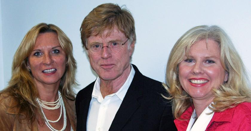 Kathy and Sue Winterhalder with Robert Redford | © Distinguished Speaker Series