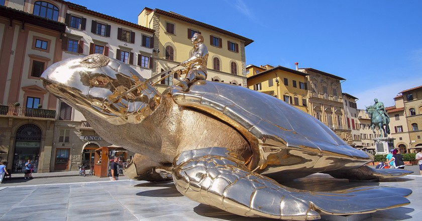 monument of the golden turtle near the Palazzo Vecchio in Florence, Italy| © Vereshchagin Dmitry/Shutterstock