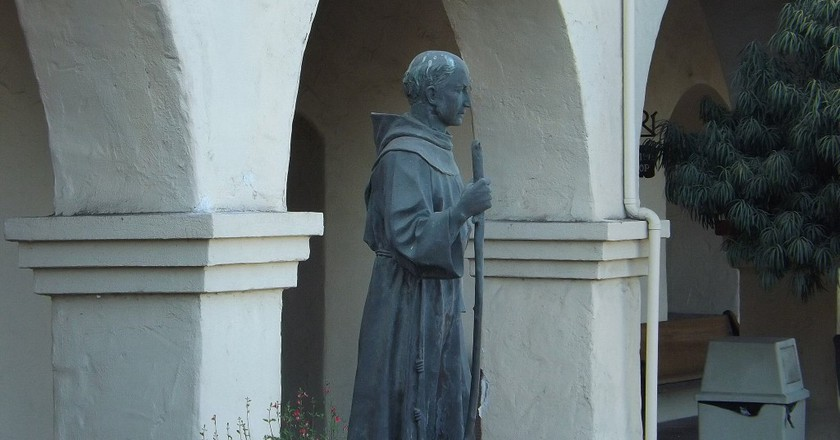 Junipero Serra statue at Mission Santa Ines | © Ken Figliol/Flickr
