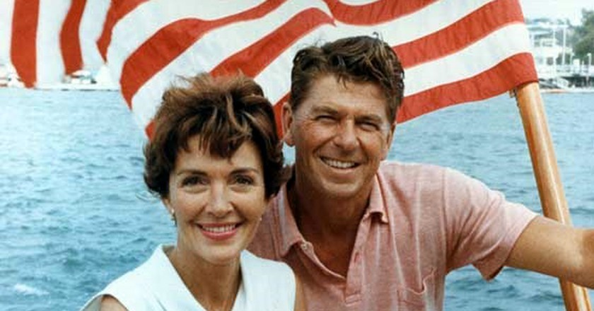 Ronald Reagan and Nancy Reagan aboard a boat in California 1964 | © The Reagan Library/WikiCommons