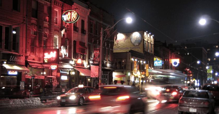 King Street West in the Entertainment District | © John Vetterli/Wikicommons