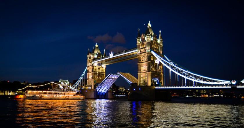Tower Bridge, London |© Kashif H / WikiCommons