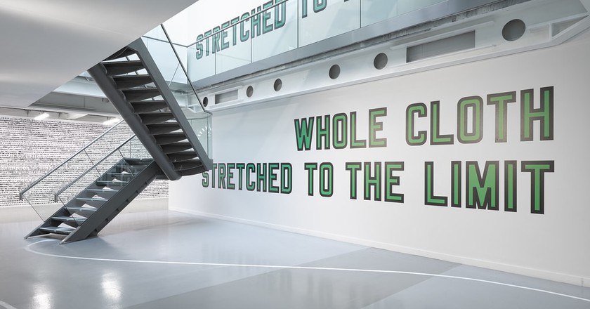 Lawrence Weiner, WHOLE CLOTH STRETCHED TO THE LIMIT, 2013/2017   Courtesy Lisson Gallery