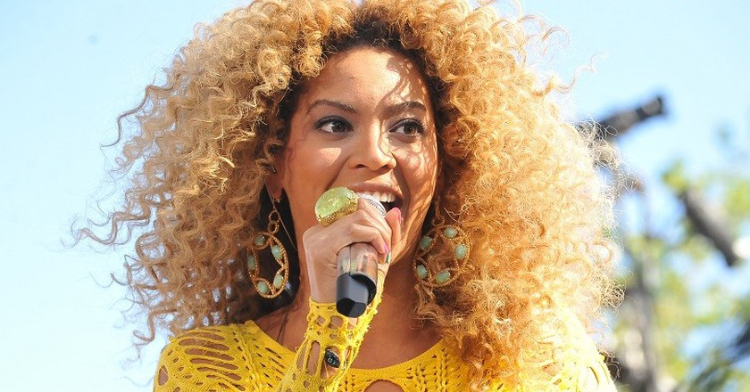 Watch Beyonce Serving Food to Hurricane Harvey Victims
