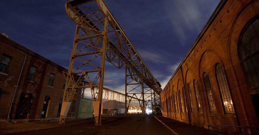 Entrance To Mare Island @ Almonroth/Wikipedia