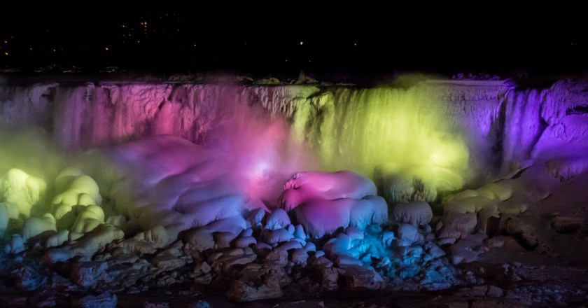 Frozen Niagara Falls at night, 2014 | © Elvir K/Flickr