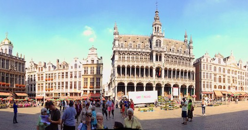 A panorama of the Grand Place   © Joenevill/Flickr