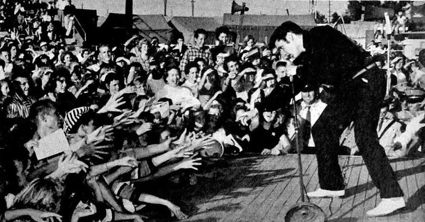 Elvis Presley - TV Radio Mirror, March 1957 01 | © WikiCommons