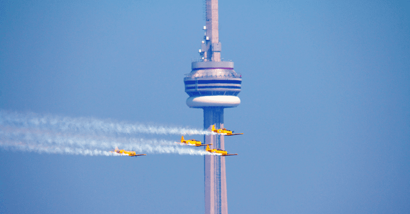 Air show and CN Tower September 2012 | © Florin Chelaru/Wikicommons