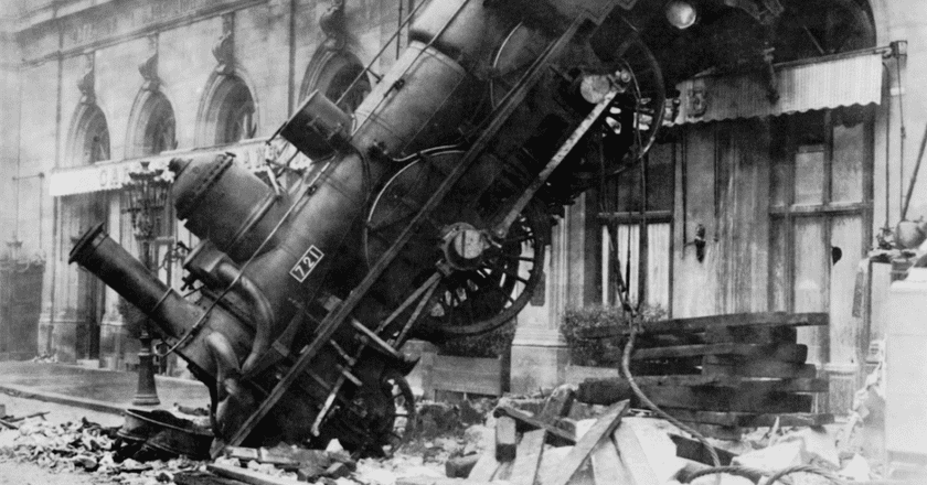 Train Wreck at Montparnasse 1895 | © Levy and fils / WikiCommons