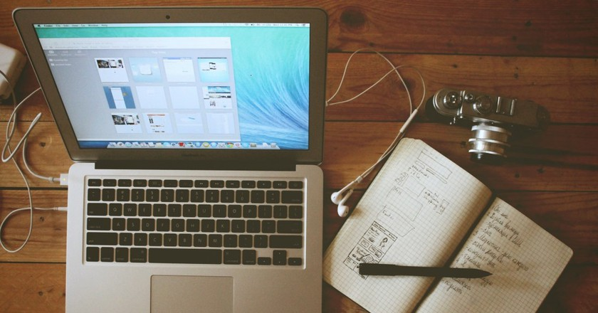 A blogger's kit | Pexels
