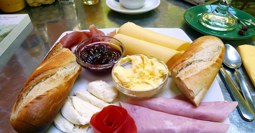 Complementary breakfast  © Magnus Manske/WikiCommons