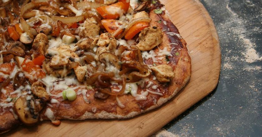 BBQ Chicken Gluten-Free Pizza | © Keith McDuffee/Flickr