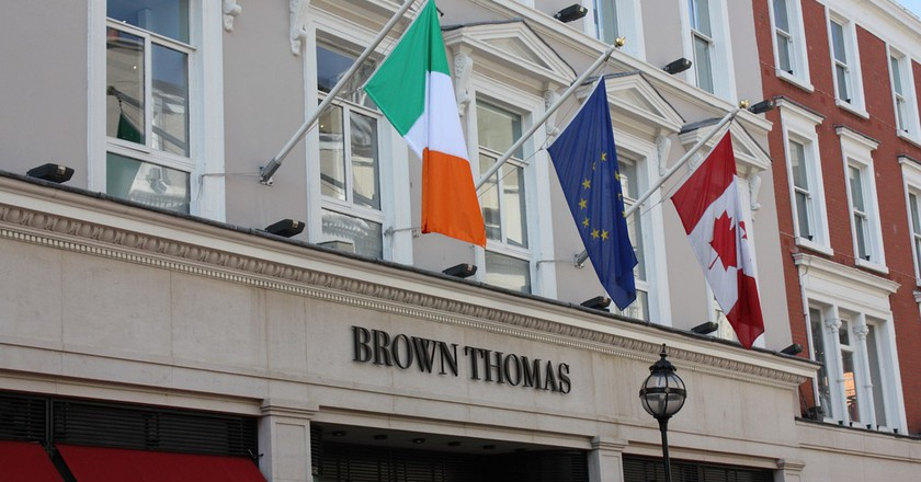 Flags above Brown Thomas department store   © John Shortland/Flickr