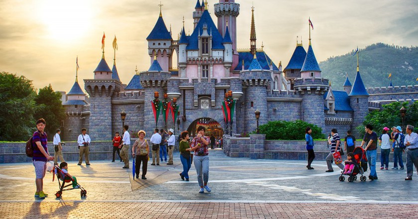 hong kong disneyland strengths David tracy went to hong kong hong kong disneyland in a bid to give full play to the distinctive strengths of the two sars.