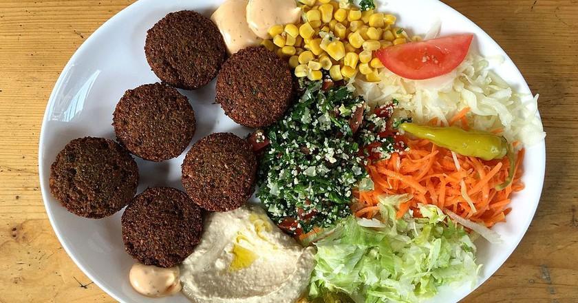 Falafel Mit Salat Und Hummus | © Marco Verch/WikiCommons
