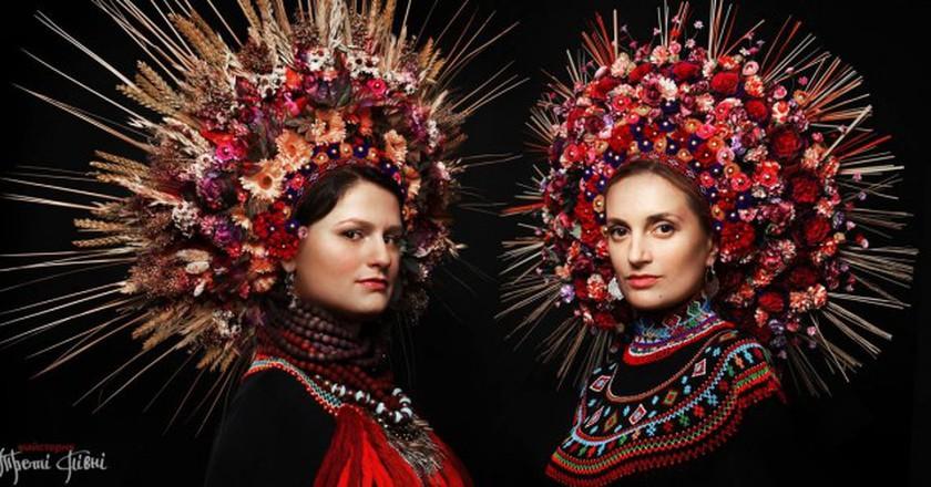 Ornate Ukrainian headdresses | © Treti Pivni/Third Rooster