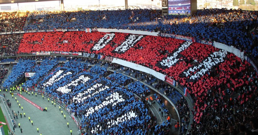The PSG fans in a game against Marseille   © en.wikipedia.org