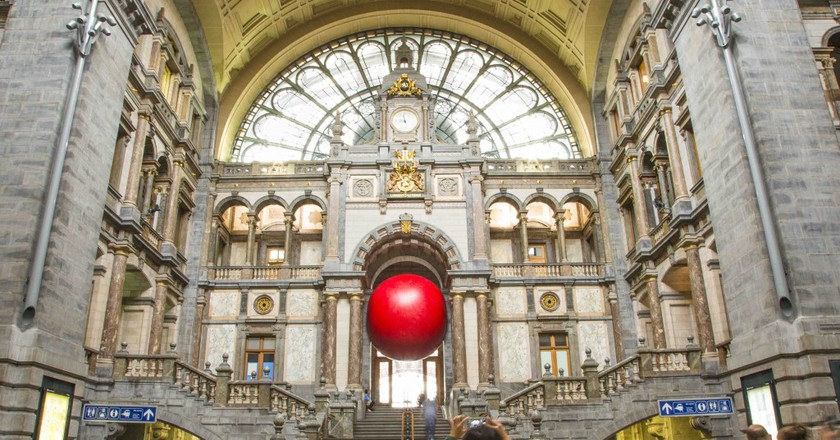 Today's appearance of the giant RedBall that's taking over Antwerp for ten days | © Brit Morgan/Courtesy of Zomer van Antwerpen