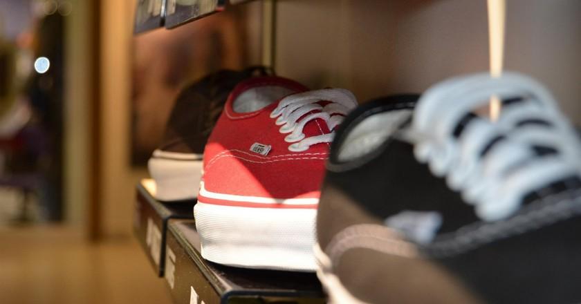 Shoes on a shelf   © Jarmoluk/Pixabay
