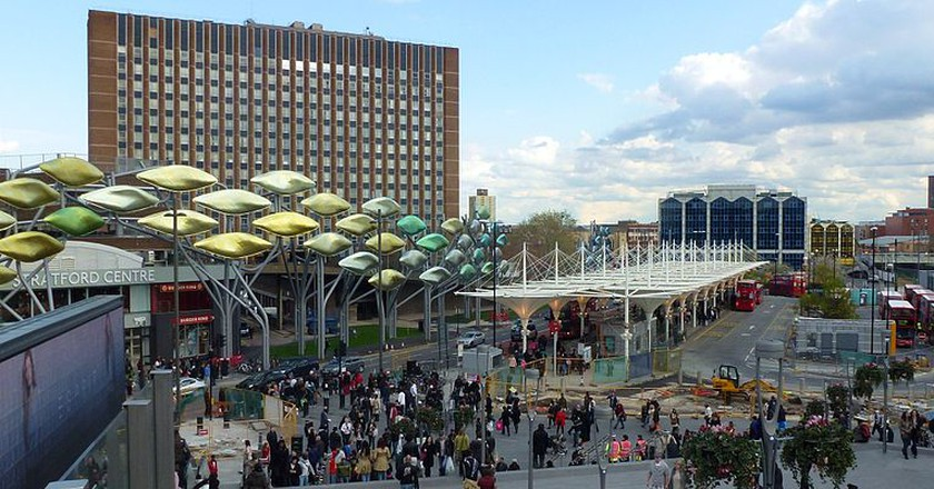 'The Stratford Shoal' in front of the Stratford Shopping Centre|©Cmglee/Wikicommons