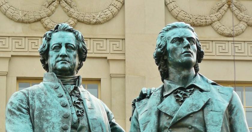 Goethe and Schiller Monument Weimar/ ©Cocoparisienne, Pixabay