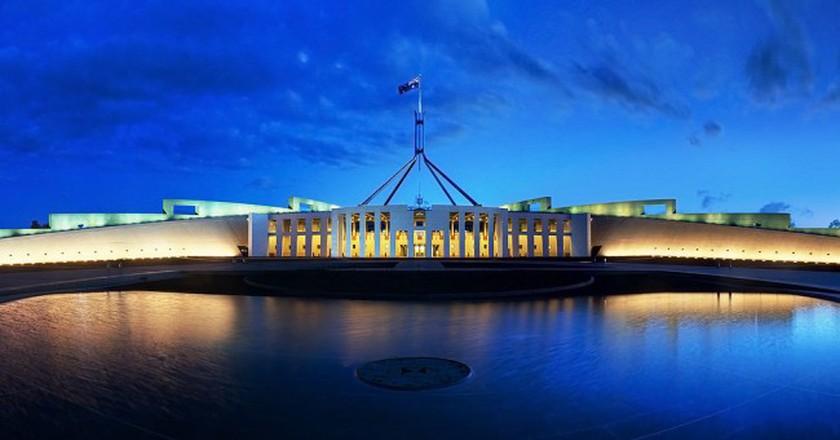 Parliament House Canberra Dusk Panorama | ©  JJ Harrison/WikiCommons