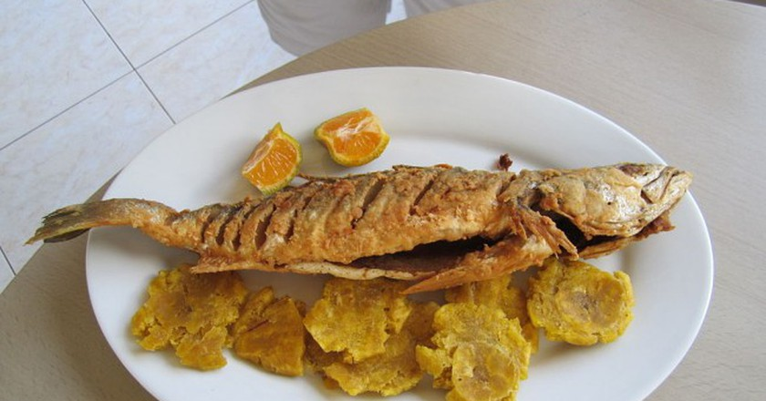 Fried plantains and fish, a Dominican tradition | ©Wikipedia Commons