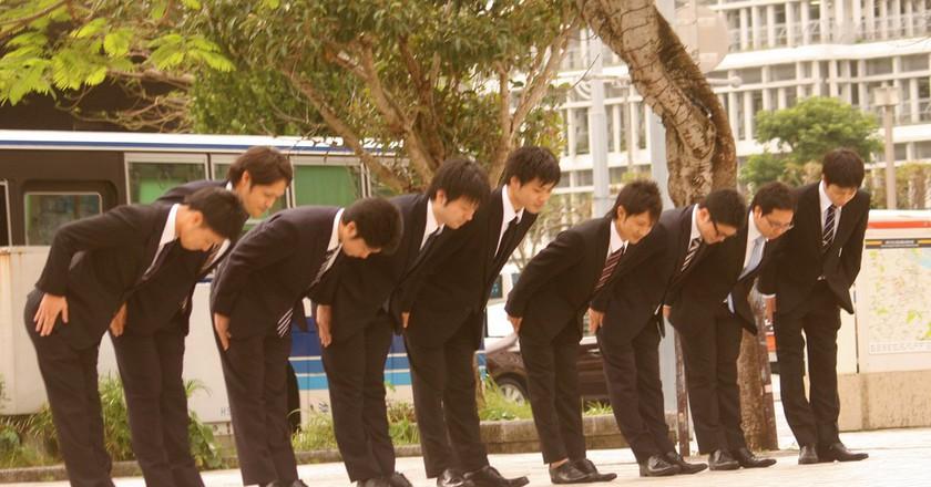 Japanese businessmen bowing   ©Akuppa John Wigham/Flickr