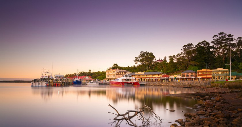 Strahan waterfront   © Paul Fleming