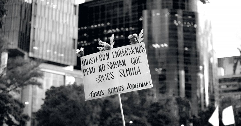 Todos somos Ayotzinapa (We're all Ayotzinapa) | © jazbeck/Flickr