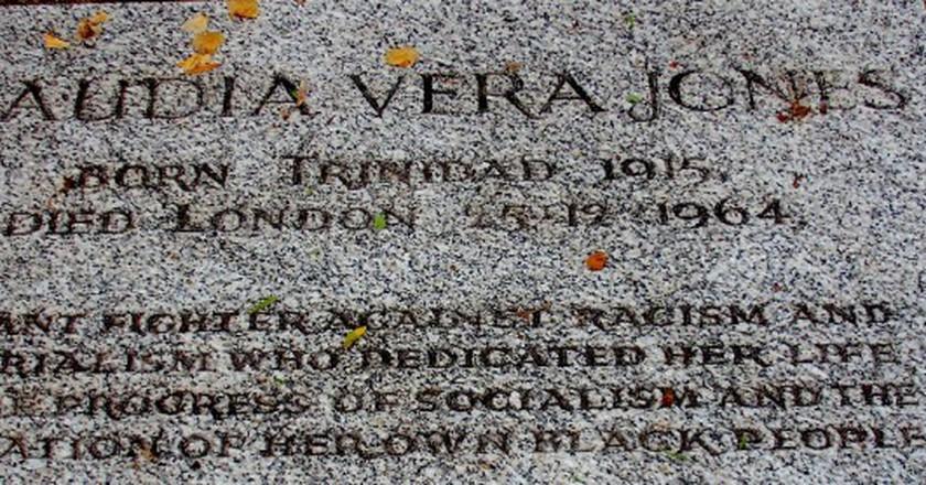 Claudia Jones' grave at Highgate Cemetery | © jah_maya/Flickr