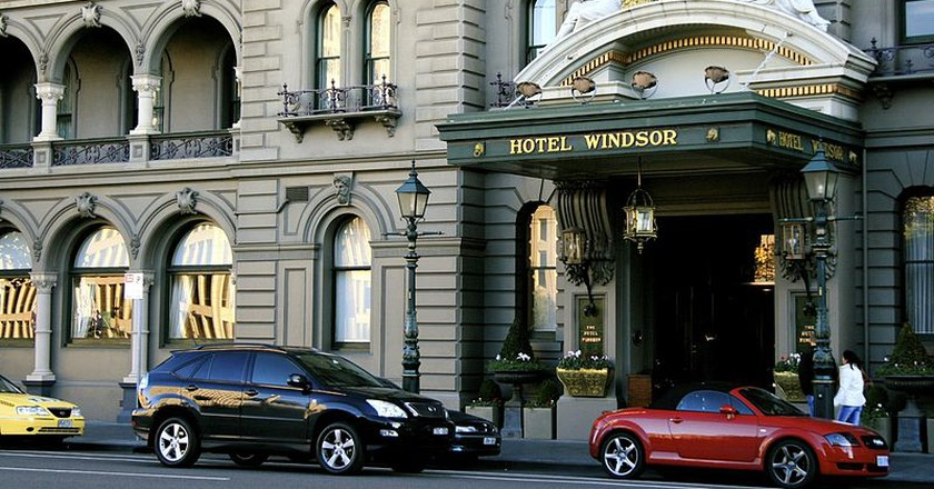 Hotel Windsor Entrance from Spring Street © 	7 Years Later.../WikimediaCommons