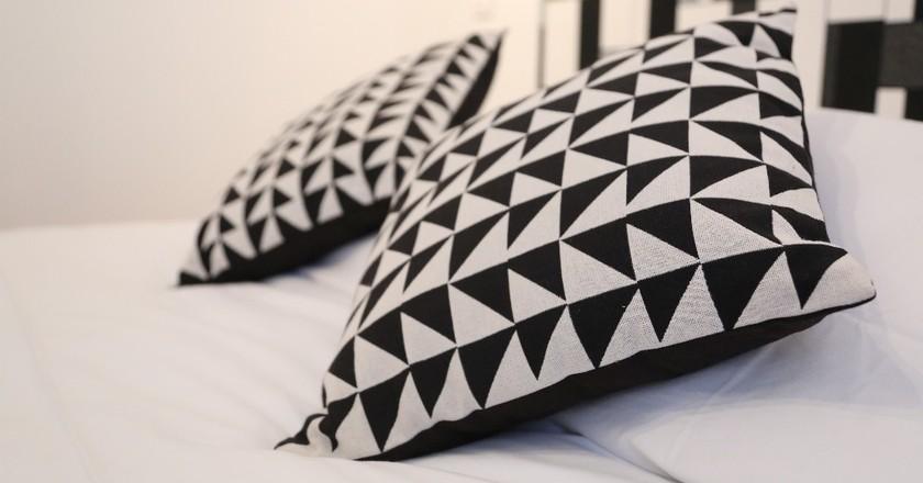 A pair of black and white pillows at the Hôtel Tréma │ Courtesy of the Hôtel Tréma
