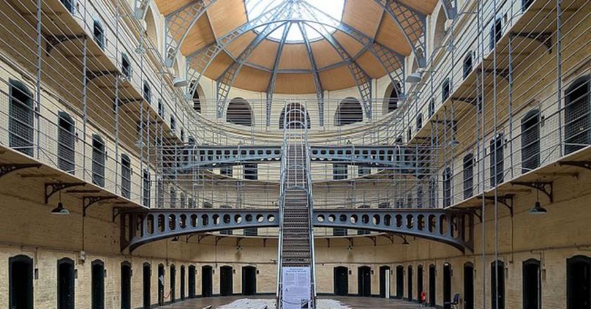 Kilmainham Gaol cells hall | © Velvet/WikiCommons