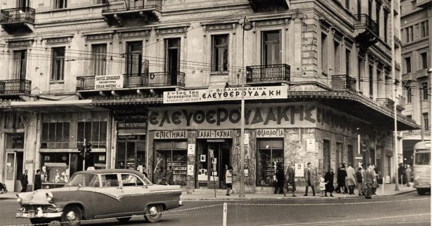 The first Eleftheroudakis stire in Syntagma square, 1898  | © Courtesy of Eleftheroudakis