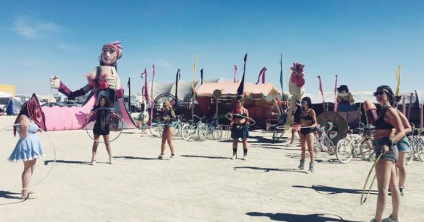 Hooping Class at Burning Man | Courtesy Sam Bloch