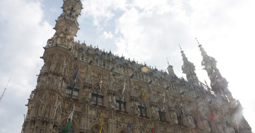 The over 200 statues defining the look of Leuven's 15th century Town Hall weren't added until after the Belgian independence in the 19th century | © Thomasz Dunn/Flickr