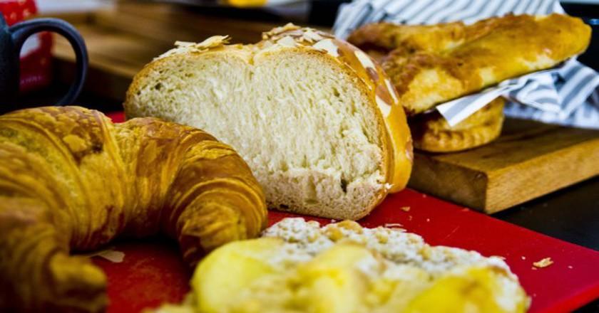 Fresh croissants and bread  ©Ken Hawkins/Flickr
