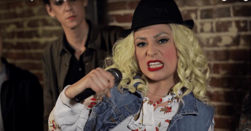 Melissa Villaseñor impersonates Christina Aguilera | © Más Mejor