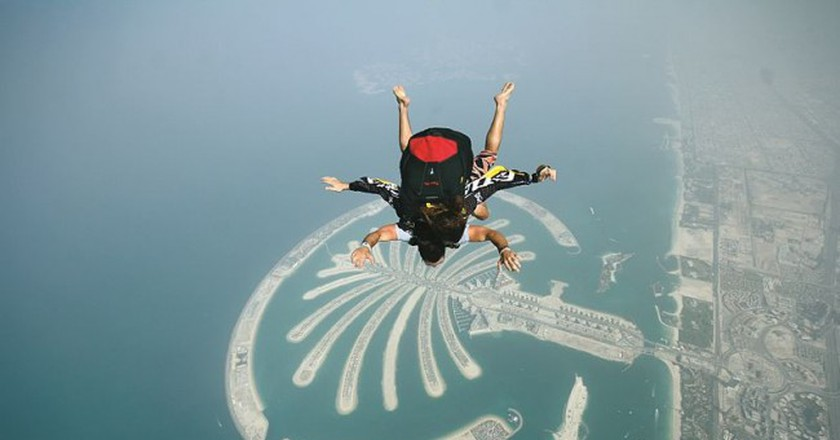 Skydiving over the Palm Jumeirah Island   ©Wikicommons