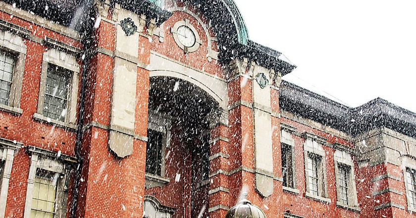 Tokyo Station in a snowfall   © OiMax/WikiCommons