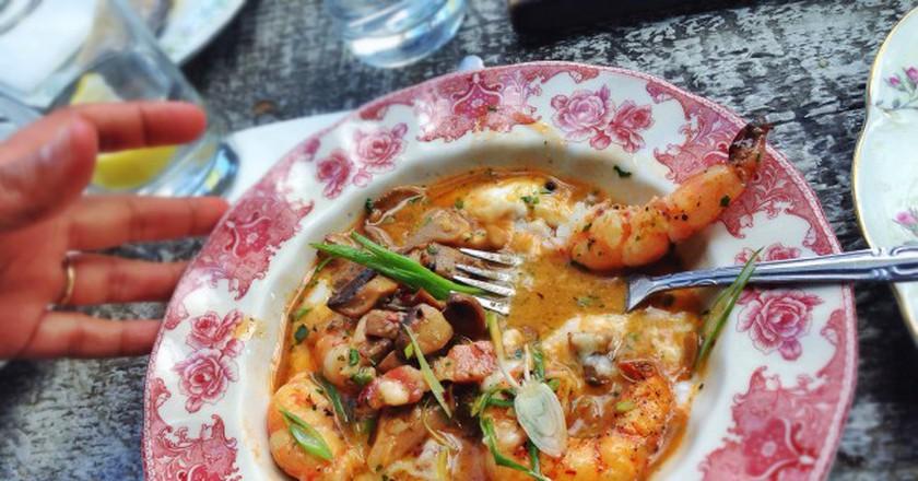 Shrimp and grits, bacon, mushroom, scallion | © T.Tseng/Flickr